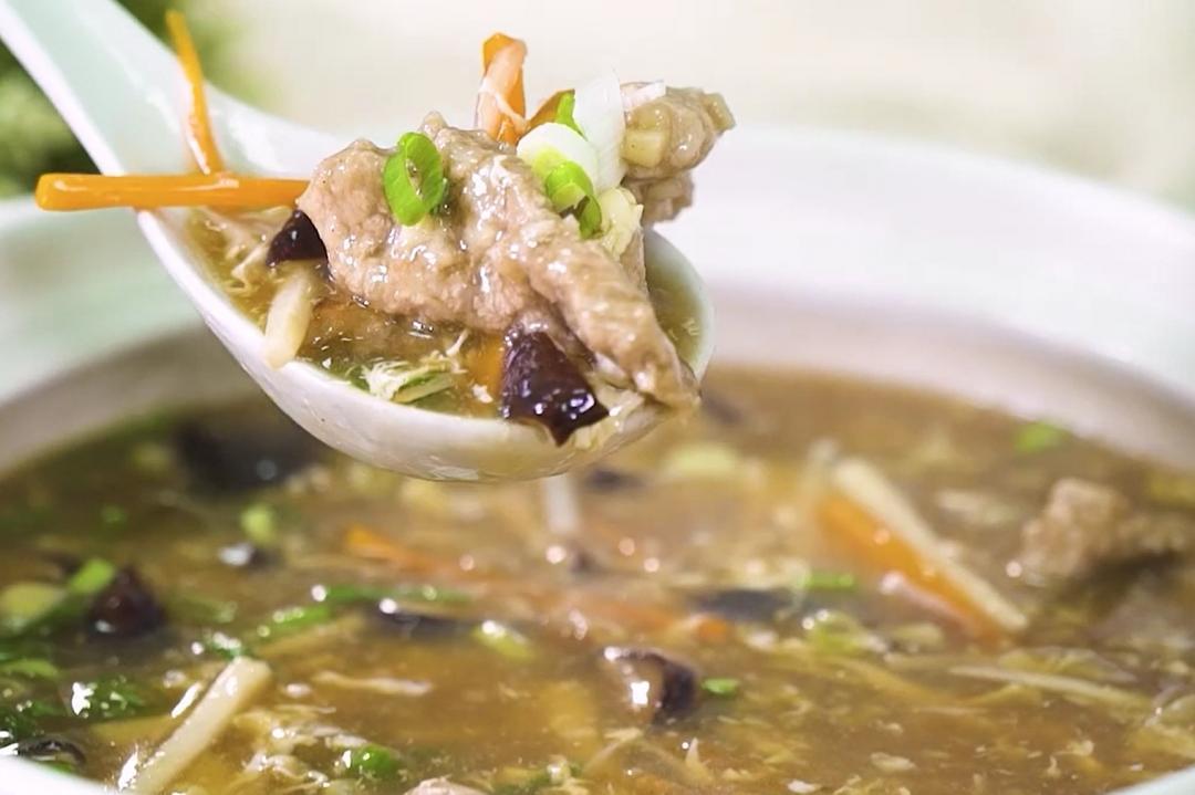 加麵拌飯都好吃!「香菇肉羹湯」裹粉、勾芡有撇步