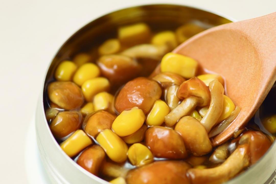 燜燒罐10分鐘完成「滑菇玉米湯便當」!焙茶提味更好喝