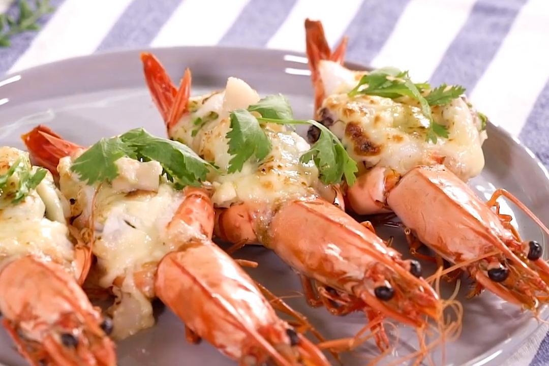 「焗烤大蝦」視覺口感都奢華!開背鋪滿干貝海鮮超霸氣