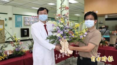向醫護人員致敬 全國花藝競賽作品贈新營醫院