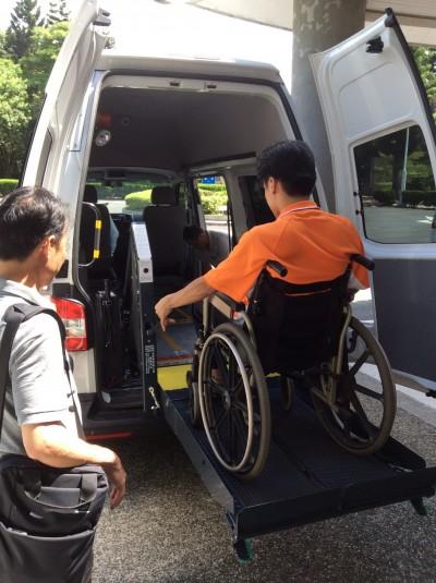 遺愛人間!護理師捐救護車、復康巴士