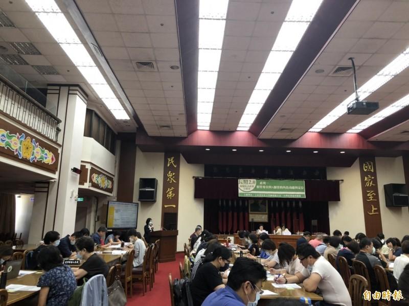 民進黨立委吳玉琴今早舉行「長照2.0通盤檢討公聽會」。(記者楊媛婷攝)