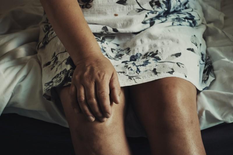 健康網》膝關節退化難行  人工關節置換重現勇腳 - 銀髮天地 - 自由健