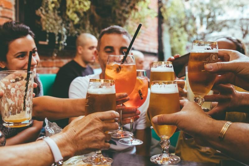 健康網》飲酒可預防失智? 美研究:中低度飲酒才行 - 新知傳真 - 自由