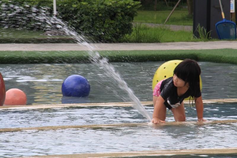 健康網》游泳後搔癢起紅疹 醫:可能是寄生蟲