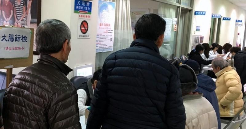 50歲以上不做篩檢 衛生局:15人有1人會得大腸癌。 - 即時新聞 -