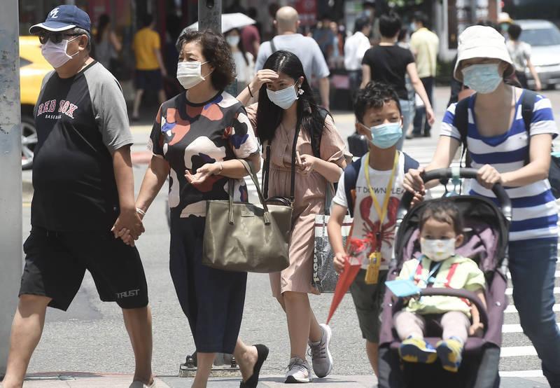 健康網》出門要防疫包緊緊 醫提醒:慎防兒童「熱傷害」! - 即時新聞 -