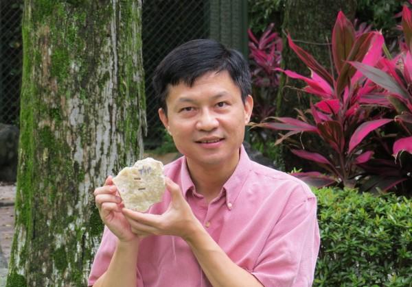 台大地質系教授沈川洲以精準的放射性定年技術,測得西班牙胡瑟裂谷的尼安德塔人頭顱所顯示生存年代最遠可到80、90萬年前。(沈川洲教授提供)