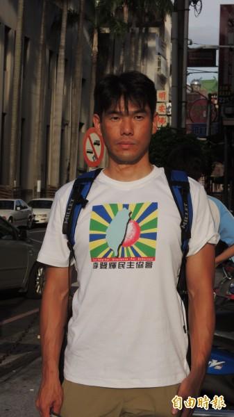田邊憲司今天回到嘉義市舊地重遊。 (記者丁偉杰攝)
