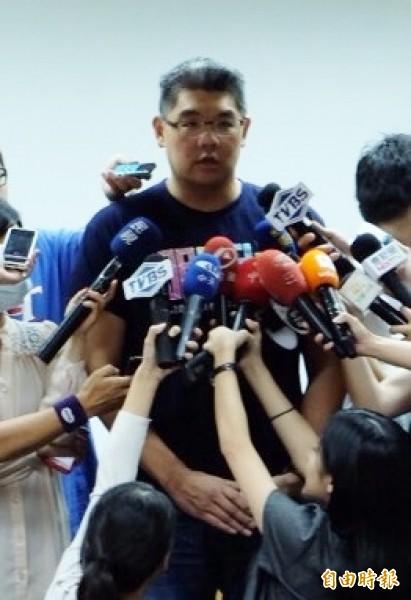 國民黨台北市長參選人連勝文質疑對手陣營出動網軍駭入官網。(記者盧姮倩攝)