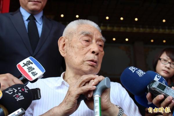 當年參戰、目前退役的吳招有中將也出席入祀典禮,憶起當年戰死緬甸的弟兄夥伴,感謝國防部將他們的英靈迎回台灣。(記者周思宇攝)