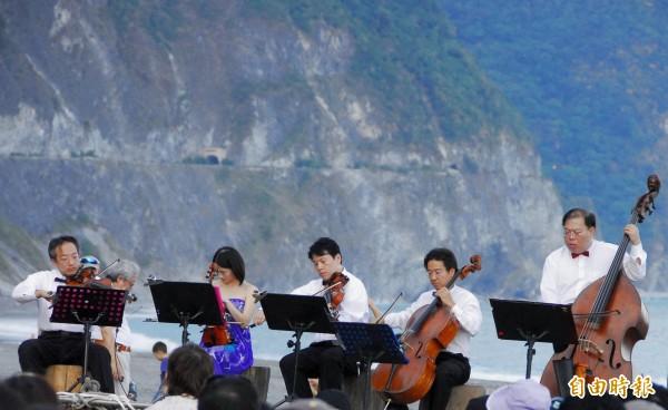 太魯閣峽谷音樂節,20日下午將於清水斷崖附近太平洋濱海灘舉行。(記者游太郎攝)