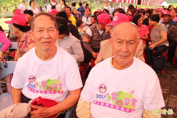 新竹縣「最資深」的雙胞胎代表、72歲的黃嘉正(左)、黃嘉康(右)兄弟。(記者黃美珠攝)