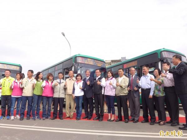 從蘆洲徐匯中學站到桃園機場,捷運機場線先導公車明天上路。(記者李雅雯攝)