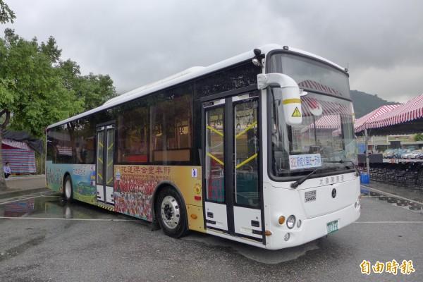 太魯閣線綠能電動公車上路,25日起試營運半年。(記者游太郎攝)