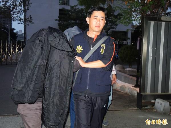 刑事局偵七大隊、台中市刑大偵五隊昨再度出擊,逮獲2億詐騙案的6名成員。(記者林良昇攝)