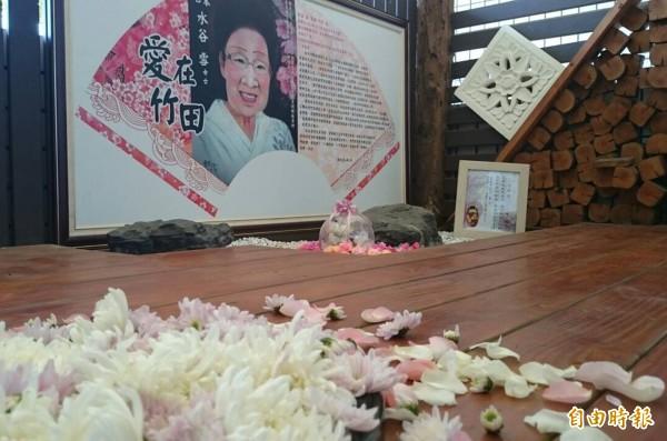 水谷雪奶奶22日過世,今天上午在日本舉辦告別式,竹田鄉親特別跨海連線,在竹田國小舉辦追思會。(記者邱芷柔攝)
