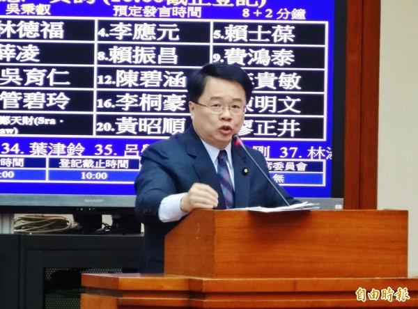 立委吳秉叡表示,兩岸金融必須設立防火牆,避免系統風險出現。(資料照,記者王孟倫攝)