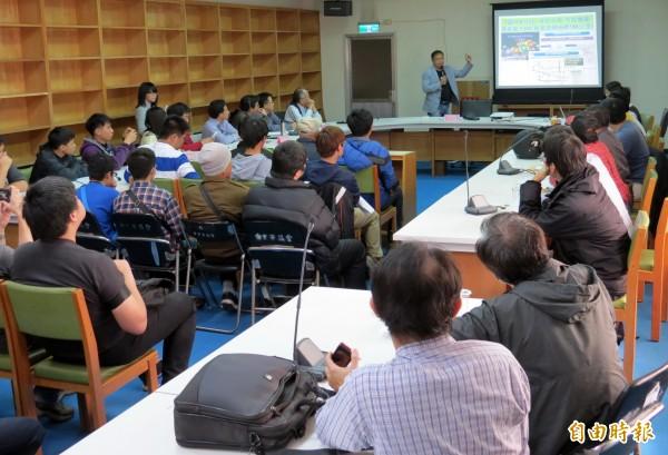 交通局舉辦「BRT公民網友攏踹共」活動,會場座無虛席。(記者張菁雅攝)