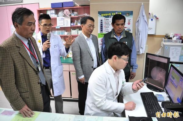 南門醫院與高雄榮總建立雲端醫療平台,網路雲端兩院同步會診。(記者蔡宗憲攝)