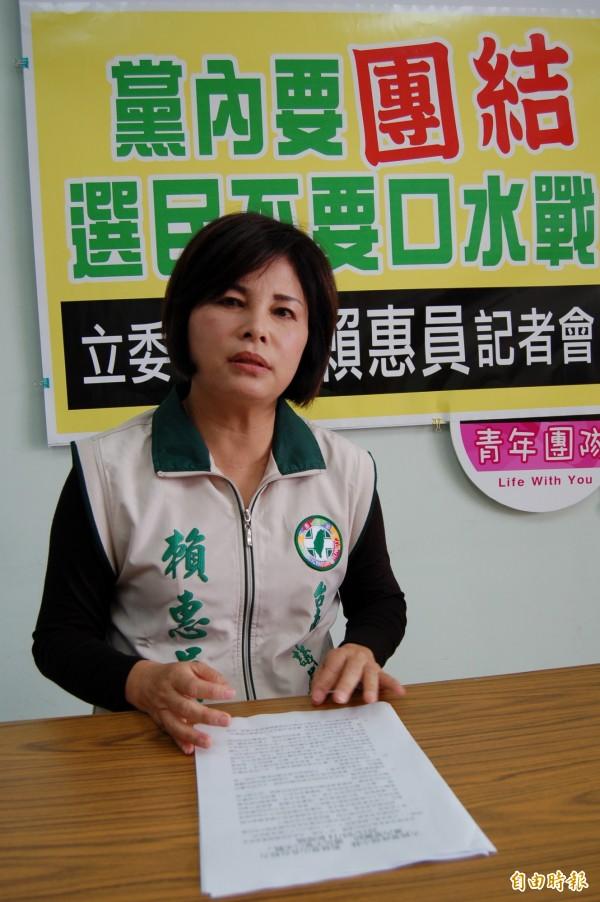 賴惠員說,市長賴清德推薦她是市議會模範生是事實,要葉宜津不要打口水戰。(記者楊金城攝)