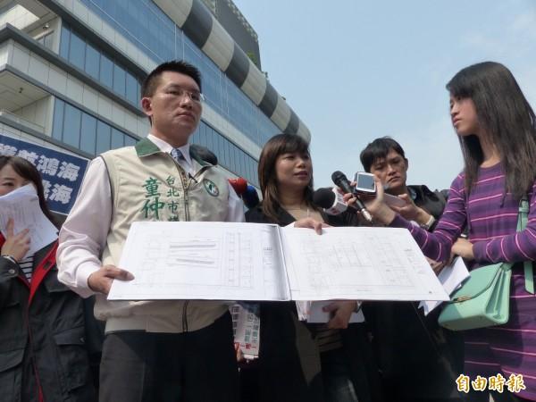 民進黨籍市議員童仲彥今於台北資訊園區前召開記者會。(記者蕭婷方攝)