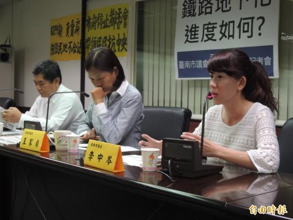 國民黨市議員召開記者會聲援反南鐵東移自救會。(記者蔡文居攝)
