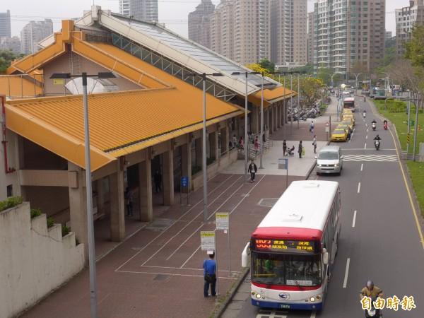 以三芝和捷運紅樹林站為起迄點的直達公車試辦尚未開始。(記者李雅雯攝)