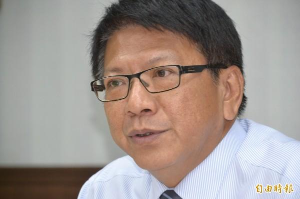 潘孟安宣布4月7日為屏東言論自由日。(記者侯承旭攝)