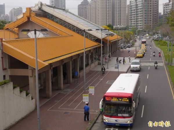 三芝直達捷運紅樹林站公車自明天起首發,開始連續試辦3個月。(記者李雅雯攝)
