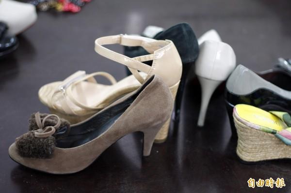送舊鞋到非洲活動,吸引全台愛心響應,但卻也出現許多NG鞋,讓收鞋單位相當頭痛。(記者邱芷柔攝)