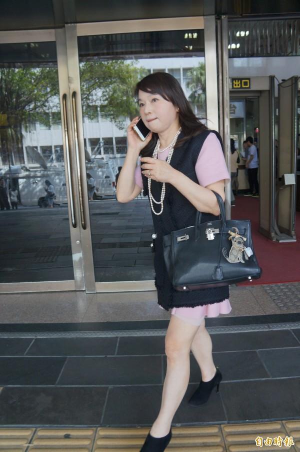 周玉蔻今早到台北地檢署出庭。(記者錢利忠攝)