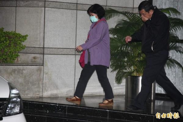 台北市建管處違建查報隊疑護航貴子坑鄉村俱樂部,多人遭移送士檢複訊。(記者吳昇儒攝)