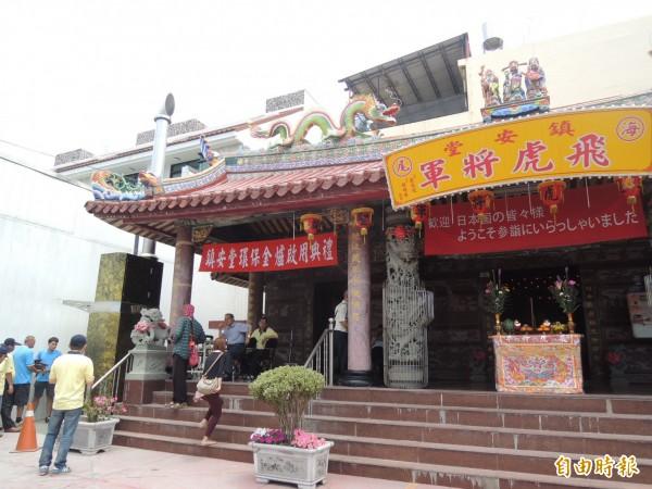 飛虎將軍廟今天為環保金爐舉行開爐儀式。(記者蔡文居攝)