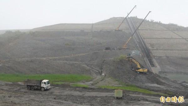 湖山水庫工程進度正常,明年可供水。(記者詹士弘攝)
