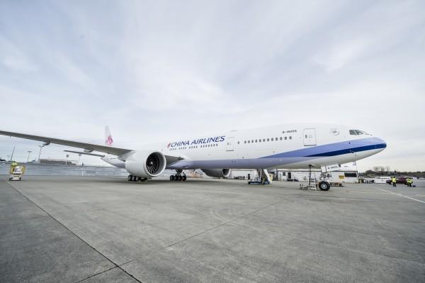 華航5月4日原訂由台北飛紐約的華航CI012航班,機型為全新波音777,當時機上載有275位旅客,卻面臨全機廁所罷工的窘境,決定改降安哥拉治機場,該機重新再飛到紐約共延誤28小時。(華航提供)