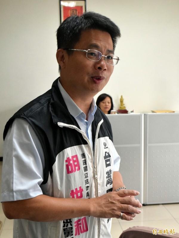 洪仲丘舅舅胡世和強調會遵循遊戲規則,退出這次立委選舉。(記者陳韋宗攝)