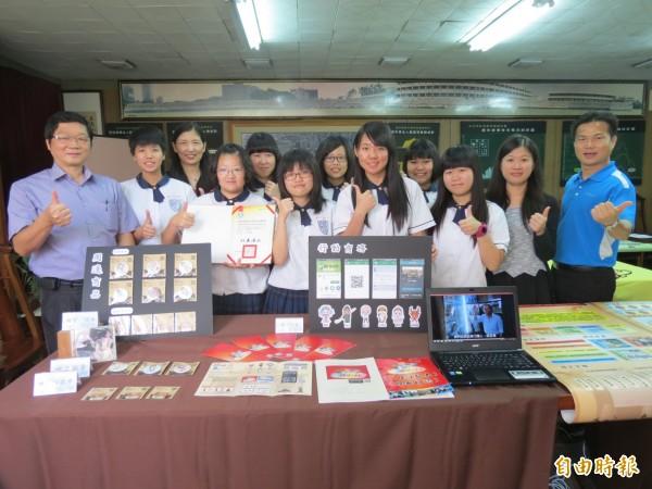宜寧高中學生打敗全國高職資處科好手,奪全國專題製作冠軍及佳作佳績。(記者蘇孟娟攝)