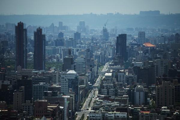 分析師認為,台北居高不下的房價,出現可能修正的跡象。(彭博)