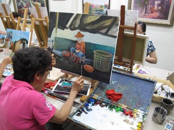 一群熱愛鄉土及藝術創作的同好組成美里庄畫會,在江健昌的指導下,定期聚會學畫。(圖由江健昌提供)
