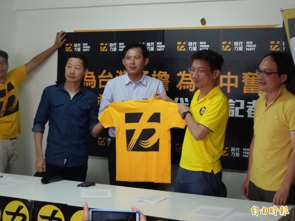 徐永明宣布加入時代力量,並且退出台中市第八選區立委選舉。(記者蘇芳禾攝)
