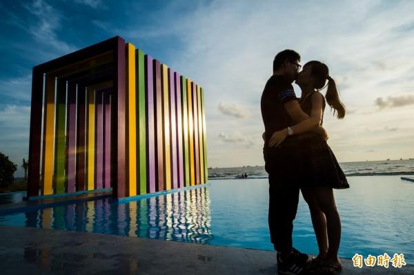 「彩虹教堂」是免費開放空間,也歡迎民眾前來拍照,分享旗津之美。(記者張忠義攝)