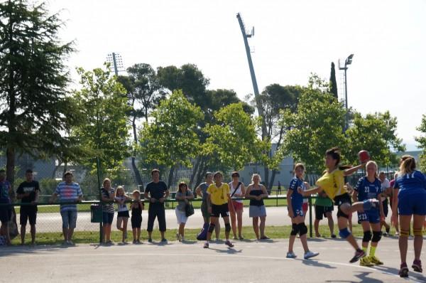 成軍僅3年的大新國小手球隊遠征歐洲,摘女子組雙料冠軍(圖:大新提供)