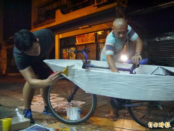 Jiandyin(右)將泰國社區藝術經驗帶來台灣。(記者簡惠茹攝)