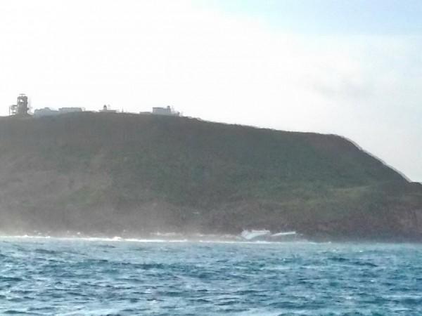 大進滿十號擱淺地點,在西嶼燈塔湍急海流處。(第八海巡隊提供)