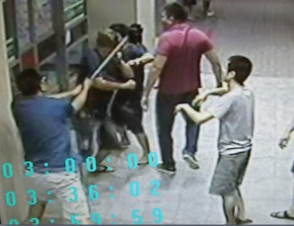 彰化二基醫院,19日凌晨3點半傳出急診室暴力,兇嫌拿球棒痛毆被害人。(翻攝畫面)