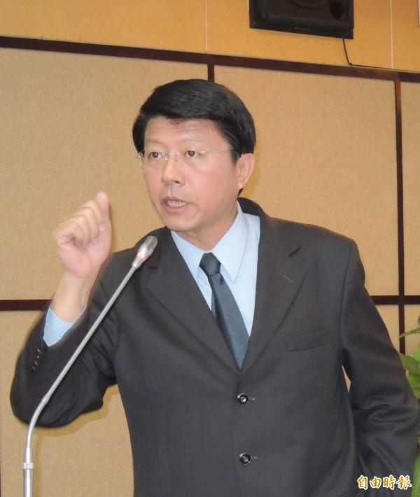 謝龍介說,他的政治獻金都是小額捐款。(記者蔡文居攝)