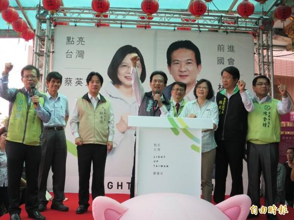 林俊憲表示,賴清德去年九合一選舉在灣裡得票高達79.4%,希望明年小英可以突破8成。 (記者陳慧萍攝)