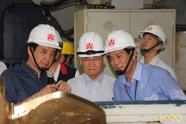 總統馬英九與行政院長毛治國參訪新園宏昇螺旋槳公司。(記者陳彥廷攝)