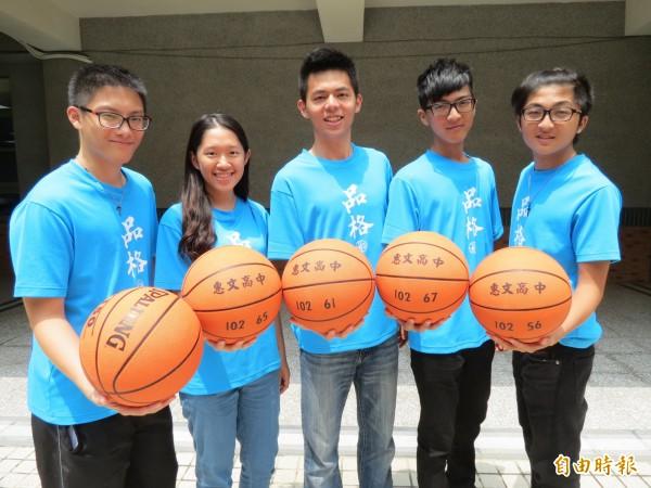 20歲學生楊德恩(中)籌辦「品格籃球營」,打造台灣希望工程。(記者蘇孟娟攝)